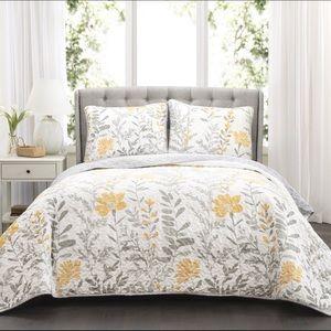 Floral reversible 3 pc quilt set